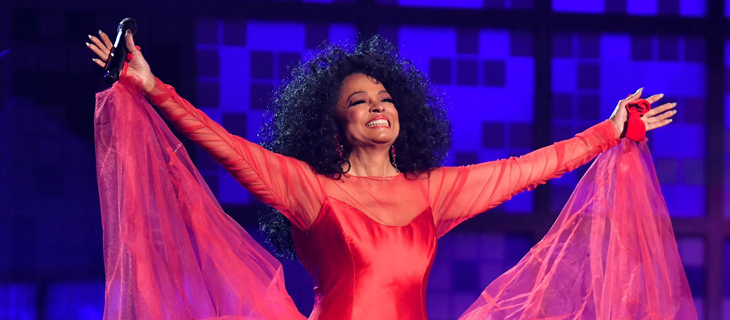 Diana Ross sale en defensa de su amigo Michael Jackson